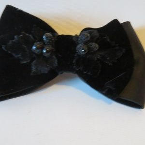 ALEXANDRE DE PARIS BLACK SATIN/VELOUR BARRETTE*